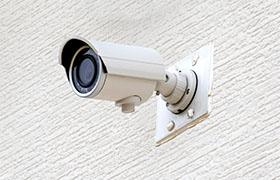 ユーザーを管理する監視カメラ